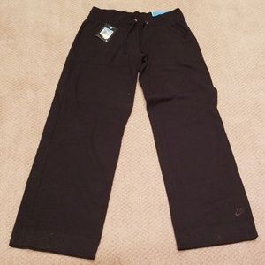 NIKE LOOSE FIT ATHLETIC PANTS NWT. SIZE MED